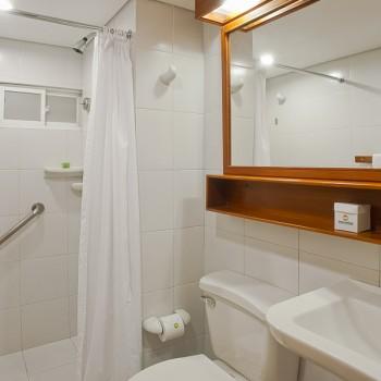 Baño Bungalow Tipo 1 (Sencillo) — Hotel Irotama Resort (Santa