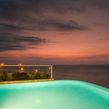 Atardecer en la piscina del Hotel Irotama Resort, Santa Marta (Colombia) www.irotama.com. Fotógrafo Mario Carvajal (www.mariocarvajal.com) - Astrolabio, fotografía de hoteles (www.astrolabio.com.co)